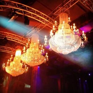 #kristallluster #luster #light #licht #beleuchtung #lighting #regenbogen #rainbow #farben #colours #hochgeschaut #vintage #vintagelover #retro #interiordesign #interior #design...