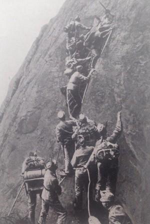 Austrian troops on the move in the mountains #Austria #WWI #WW1 @WW1austria