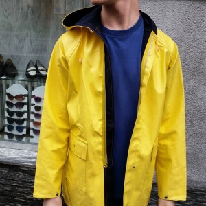 the ultimate #rainproof #jacket / #rainjacket #orginal #classic #yellow #friesennerz in different sizes !