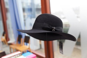 Take a closer look at the hat @21erhaus #twitter #MuseumWeek #souvenirsMW #art #peterweibel