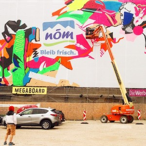 I've never seen like that. A man is painting the whole mega giant wall! #campaigns #milk #graffiti...