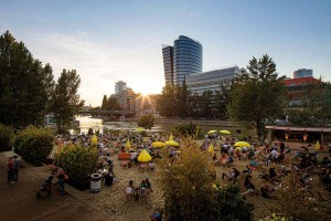 Find here a list of city oases to relax & enjoy the #summer in Vienna: @StrandbarH ©C.Stemper
