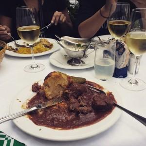 Taking a break in Vienna. #Austria #Vienna #daytrip #adventure #wine #pub #food #lunch #travel #sistertrip Zu den...