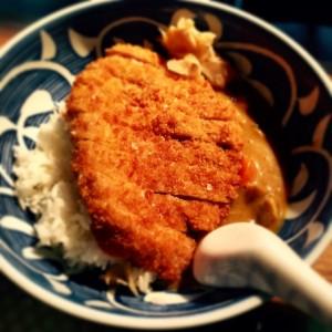 weekly lunch special @mochi_vienna ••• Tonkatsu Don ••• rice bowl // mochi style schnitzi // curry #eeeeeats...