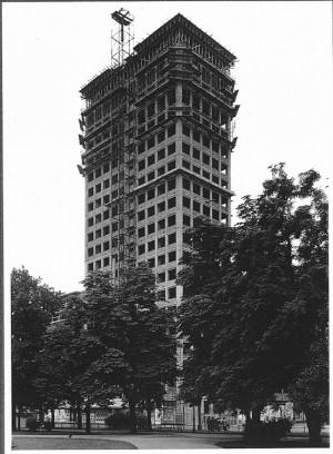 60 Jahre Wiener Ringturm - ein Bau, der bis heute durch seine zeitlose Elégance besticht.