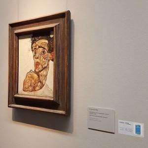 Egon Schiele - Selbstbildnis mit hochgezogener nackter Schulter | 1912 #ArtOfFeeling Opening @leopold_museum #MuseumsQuartier #MQ #LeopoldMuseum #IgersVienna...