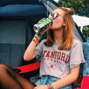 'wir trinken einfach die ganze zeit weiter, dass wir garnicht restfett werden können' - tante @tanjarichter_ FM4...