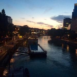 #badeschiff #donaukanal #donau #welovevienna #igersvienna #vienna_city #downtownvienna #vienna #wien #österreich Badeschiff am Donaukanal