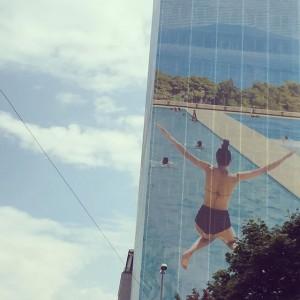 #igersvienna #summerinthecity #architecture #streetview #streetview #blueskies #urbanperspectives #urbanlandscape #buildings #jump #swimming