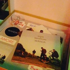 Die Deluxe Edition des neuen #Wanda Albums inklusive Schnapsglas. #arenawien #bussi #releaseshow ARENA WIEN
