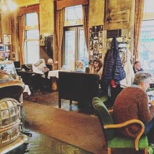 Ein Ort zum Abtauchen. Wiens Kaffeehaus wies immer war. Bis heute. Café Jelinek