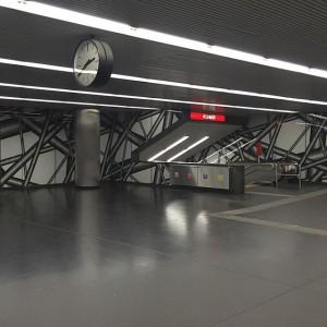 #heimozobernig #twentytothree #wienerlinien #ubahn #metro #u1 #architecture #architektur #arquitectura #wieden #wien #vienna #austria Karlsplatz