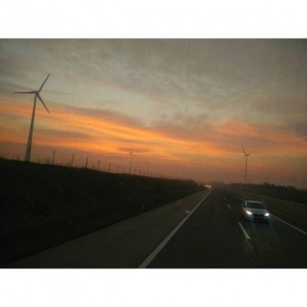 Strahlung. #igersvienna #igersaustria #windmill #bratislava #vienna #m29 #travel #weekendwarriors #travel #bus #photooftheday #picture #pic #pictureoftuesday #sun #sunset...