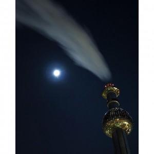 have a good night #igers . spittelau nightwalk - vienna. shitty olympus e-520 photo. #wien #vienna #night...