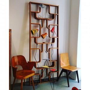 Oswald Haerdtl Stuhl Ton Bystrice pod Hostynem, Trennwand Holesov, Tischlampe Josef Hurka, Schichtholzstuhl #design #retro #vintage #leder...