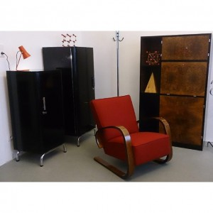 Miroslav Navratil Sessel, Funktionalistisches Sekretär und Art Deco Schränke #design #retro #vintage #leder #altesportgeräte #alteturngeräte #originale #ledermatte...