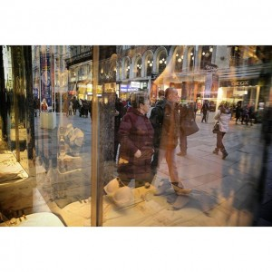 #christmas #shopping #igersvienna #family #glass #schaufenster #citylife #citylights #instamood #instadaily #diewocheaufinstagram #weihnachten #Wien #vienna #picoftheday #igers #nice...