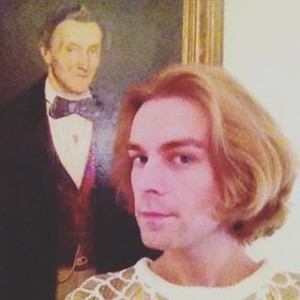 With the help of our #houseghost we are ready for our pre #christmasdinner with friends🍸 #portrait #selfie...