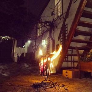 Feuerstelle beim Heurigen. #heuriger #vienna #Weihnachten #visitvienna #xmas #christmas #grinzing #fire Heuriger Zimmermann