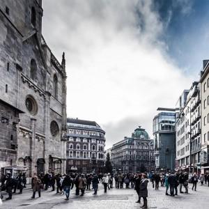 stephansplatz. vienna. #vienna #vienna_city #igersaustria #igers #igersvienna #discoveraustria #stephansdom #stephansdomwien #haashaus #hollein #gothic #80ies #design #architecture #architectureporn...