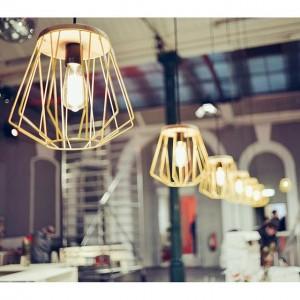 Kaum übersehbar, tauchen sie doch unsere große Markthalle ins richtige Licht. Die Lampen im Familienbetrieb Donauer Design...