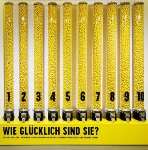 Happiness is a yellow gum. Stefan Sagmeister im @MAKWien #happy