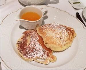 Pancakes mit Orangenbutter 🍊 // @ Grand Hotel, 1010. (c) @_veilchen_ Grand Hotel Wien