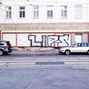 Die Eisenwarenhandlung, der Nahversorger eines jeden Bezirks #at_city #welovevienna #streetsofvienna #streetphotography #architecture #graffiti #graffitiart #vienna #viennaonly #vienna_city...