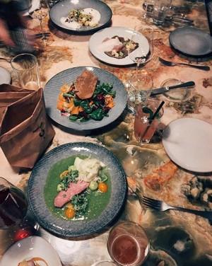 Dinner at MAK with friends 🍽 #mak #food #friends #nightout MAK - Austrian Museum of Applied Arts...