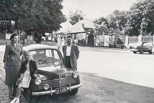 Eine steirische Familie auf Besuch in Wien im Jahr 1956. Die Aufnahme für das Familienalbum ist offenbar...