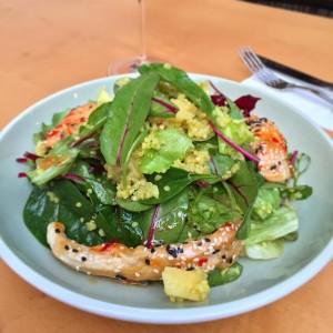 Healthy lunch break at Figls today: Quinoa salad with chili chicken. #figls #grinzing #wirtshaus #bierhaus #gasthaus #mittagspause...