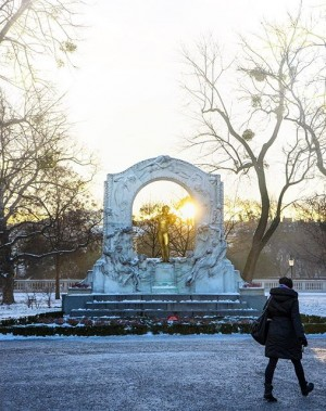 that moment when the sun meets the ice - have a nice weekend #igers - stadtpark vienna...