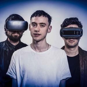 Sei live dabei, beim ersten VR Konzert von @yearsandyears: 1. Wenn du eine #Samsung #GearVR besitzt, dann...