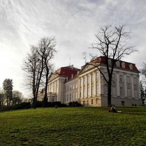 #wien #vienna #ottakring #igersvienna #1000thingsinvienna #vienna_city #viennablogger #viennaonly #vie #view #lights #castle #wienstagram #welovevienna Schloss Wilhelminenberg