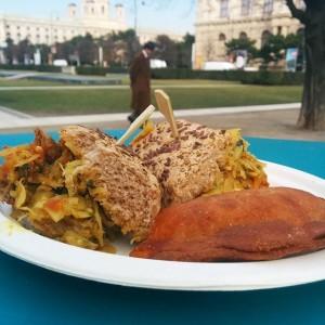 Curry Chicken Sandwich und Veggie Empanada von @beo.kreationen powered by @hy_kitchen sehr geil! #streetfood #mq #vienna #beo...