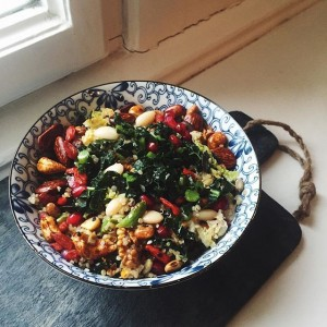 Fresh #superfoodsalad 🍴 // #quinoa #kale #gojiberries #pomegranate #whitebeans #greenbeans #cucumber #nuts & #seeds🌱 // #ladysandgents enjoy...
