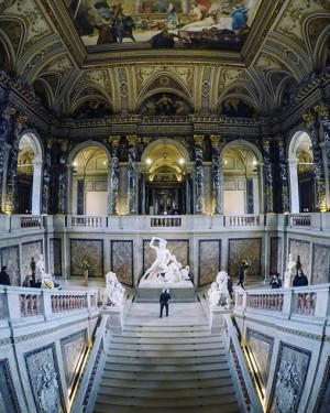 Our second fave from our #khmvalentinesmeet at @kunsthistorischesmuseumvienna was shot by @schaaf_gopro_only ! 👏🏼 . #Repost @schaaf_gopro_only...