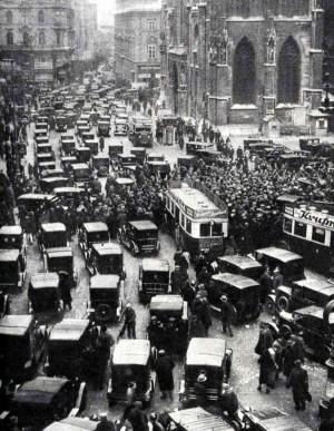 Nichts geht mehr am Stephansplatz. Taxistreik in #Wien 1933