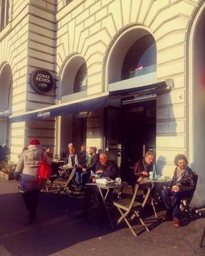 #wien #vienna #igerstoday #thomastraxler #cafe #cafejonasreindl #jonasreindl #sun #spring #firsttime #endlichdraussen #genuss #austria #schanigarten #sonne #sun #outdoor...