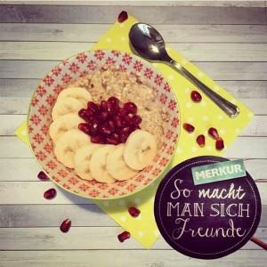 Heute gibt's IMMER GUTen Frühstücksbrei. 😊 #instamerkur #frühstück #frühstücksbrei #porridge #breakfast #breaky #bananen #granatapfel #gutenmorgen #morgen #frühstücken...