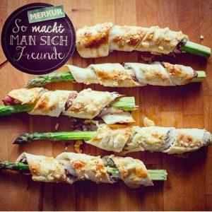 Spargel mal anders! Mach es wie Foodbloggerin @avocadobanane und verwende Flammkuchenteig als Mäntelchen für das saisonale Gemüse....