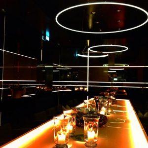 Lumières dans la nuit .... #cheers #lemeridienvienna #bar #bulles #moetchandon @lemeridienvienna