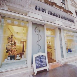 Saint Charles Cosmotecary, vis-a-vis from our #saintcharlesapotheke - the world of organic skin care and make-up 🌿...