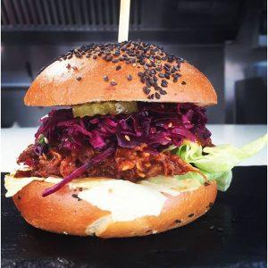 Here it is !!! 🍔 unser pulled pork Burger ist ab sofort bei uns erhältlich 😉 kommt...