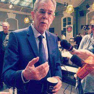 Jetzt mal einen Kaffee bitte☕️☕️☕️👍#vdb #president #bundespräsident #espressomobilwien #espressomobil #vanderbellen #österreich #heimat #austria #city #austrianblogger #wahl #2016...