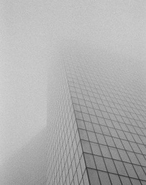 The Fog. #wienerberg #35mm #latergram #filmphotography #igersvienna #vienna #fog #weatherreport #architecture #fassade #urban Wienerberg City