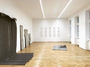 #conceptualshowroom #robertmorris #benjaminhirte #andreasduscha #alicjakwade #privatecollection #vienna