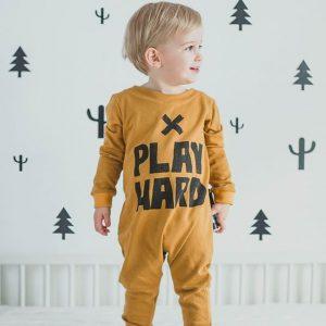 Work hard, play hard! Wir haben heute schon fleißig aufgebaut 💪 @littlefactorywear #feschmarkt #hipsterbaby #weareready