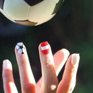 Unser Fan-Statement für heute! ;-) #BIPA #Nagellack #NailArt #Nageldesign #EM2016 #Styling #Fußball #LOOKBYBIPA