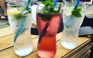 Fresh Summer-Drinks! ✨💕 #Badeschiff #wien #wiensorte #girlsofvienna #vienna #igersvienna #instadaily #instamood #instaforfun #BadeschiffWien #summer #summertime #besttimeoftheyear #placetobe...
